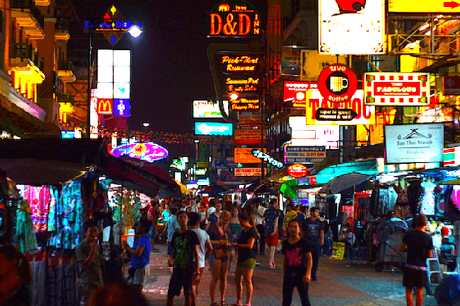 Ночная жизнь улицы Каосан